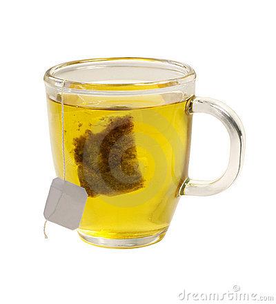 het-glas-van-de-thee-groene-thee-met-theezakje-op-witte-backgr-18571660[1]